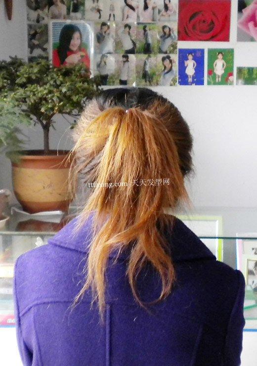 点击图片进入下一页>> 扎的时候不要用梳子,尽量用手抓,头发会很自然图片