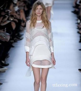 法国时装表演透明装盛宴 突破你的视觉效果就在此刻 zaoxingkong.com
