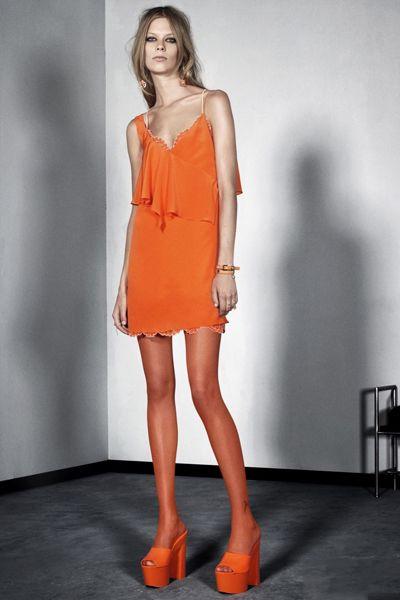 橙色连衣裙图片 散发着温暖的光辉 zaoxingkong.com